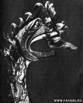 Голова оленя в пасти грифа. Дерево и кожа. Пазырыкские курганы